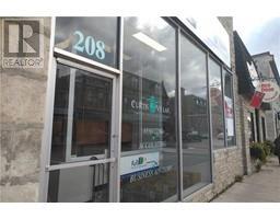2 -  208 St Andrew Street W, fergus, Ontario